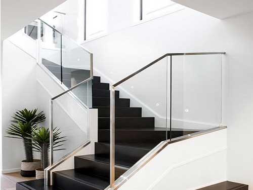 Cầu thang kính inox đẹp cao cấp