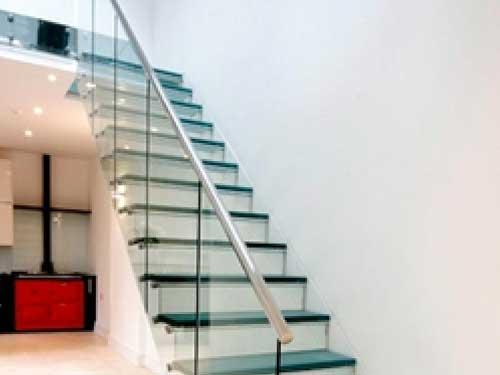 Cầu thang kính tay vịn inox 304
