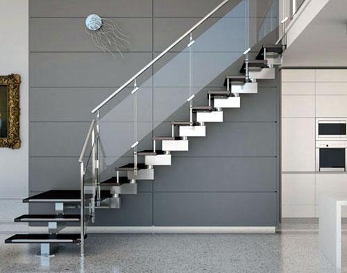 Cầu thang kính inox đẹp bền cho nhà ở