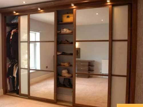 Mẫu tủ âm tường phòng ngủ đẹp bằng nhôm giả gỗ