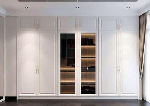 Tủ nhôm kính âm tường 6 cánh cho không gian lắp đặt thêm sáng sủa