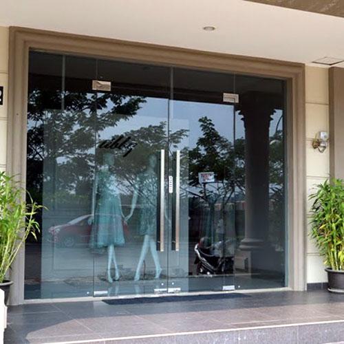 Cửa kính cửa hàng thời trang- MS01