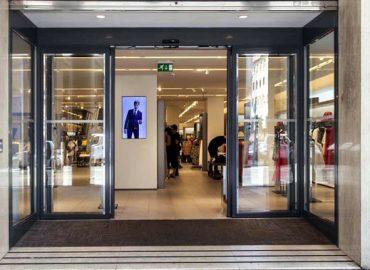 Cửa kính shop quần áo- cửa hàng thời trang