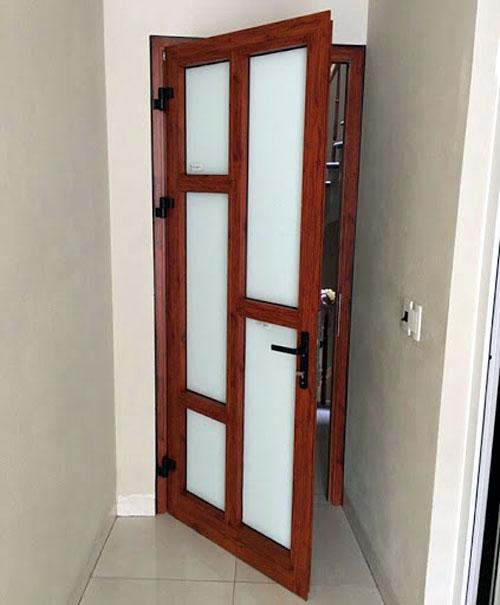 Mẫu cửa nhôm kính 1 cánh phòng ngủ đẹp- MS04