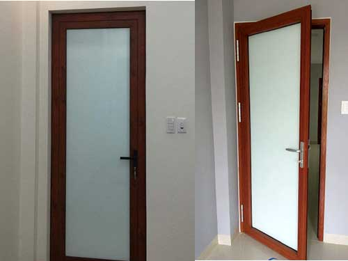 Mẫu cửa nhôm kính 1 cánh phòng ngủ màu vân gỗ