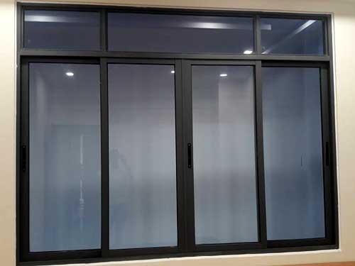 Cửa sổ nhôm kính lùa giá rẻ màu đen
