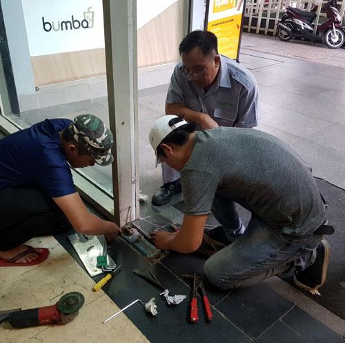 Sửa cửa nhôm kính quận 4- MS01