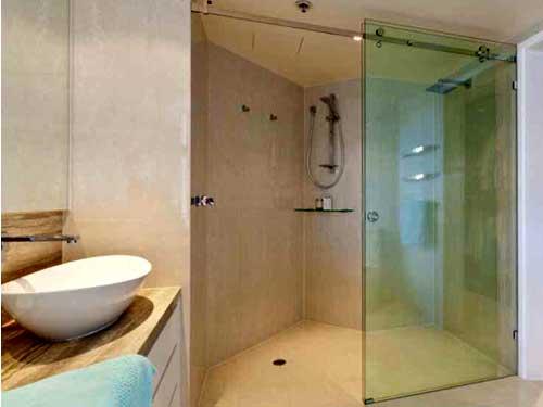 Vách kính cường lực phòng tắm đứng