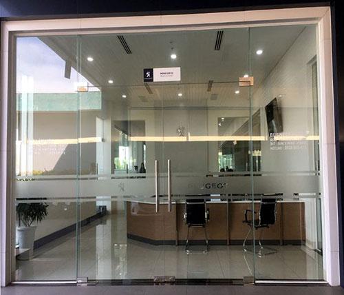 Cửa kính cường lực cho cửa đi ngân hàng