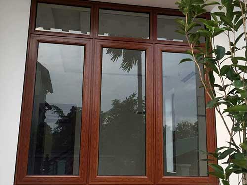 Cửa nhôm kính Việt Pháp giả gỗ đẹp