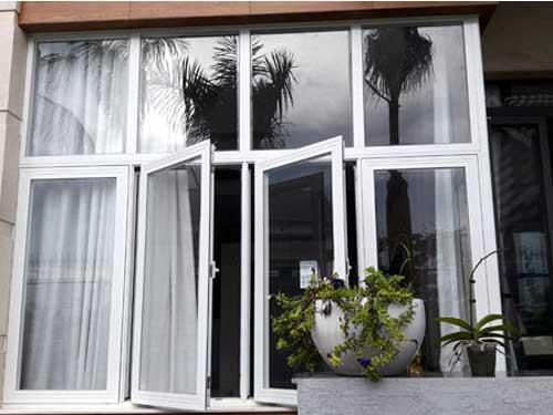 Cửa sổ 4 cánh nhôm màu trắng đẹp