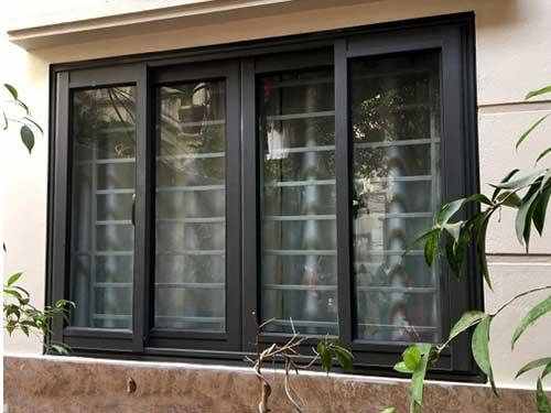 Cửa sổ nhôm kính Việt Pháp màu đen