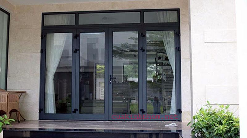 Mẫu cửa nhôm xingfa 4 cánh đẹp cho cửa đi chính được sử dụng phổ biến hiện nay trên thị trường nhôm kính TpHCM