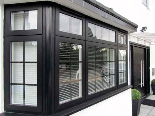 Thi công cửa sổ nhôm Xingfa chia ô đẹp màu đen
