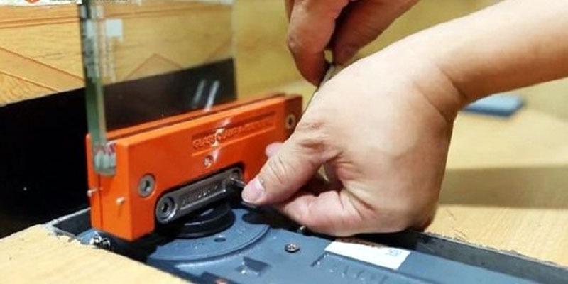 Nhận sửa bản lề cửa kính cường lực quận 1, 2, 3, 4, 5, 6 TP.HCM