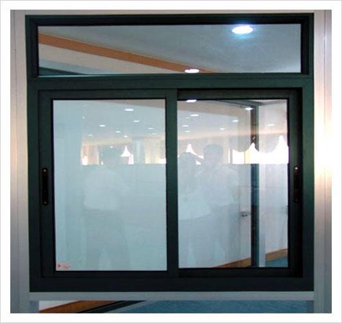Mẫu cửa sổ lùa nhôm kính 2 cánh màu đen