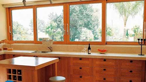 Mẫu cửa sổ lùa 4 cánh vân gỗ đẹp cho nhà bếp