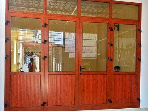 Mẫu cửa nhôm sơn tĩnh điện Xingfa giả gỗ đẹp