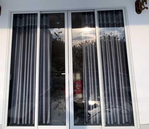 Mẫu cửa nhôm kính đẹp màu trắng hệ AG