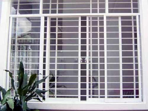 Làm cửa nhôm kính chống trộm đẹp có khung bảo vệ