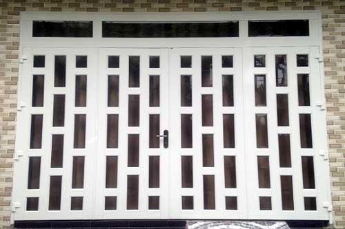 Làm cửa nhôm kính chống trộm chia ô đẹp cho cửa đi chính