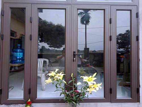 Cửa nhôm Xingfa màu nâu cafe đẹp cho cửa đi chính