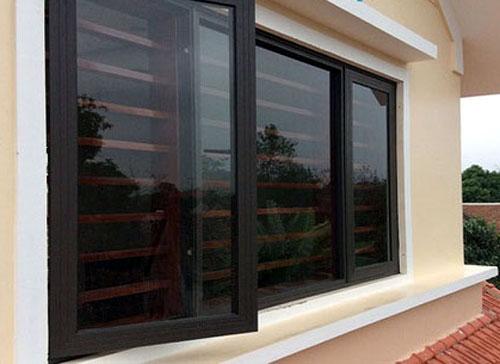 Mẫu cửa sổ nhôm kính màu cafe đẹp
