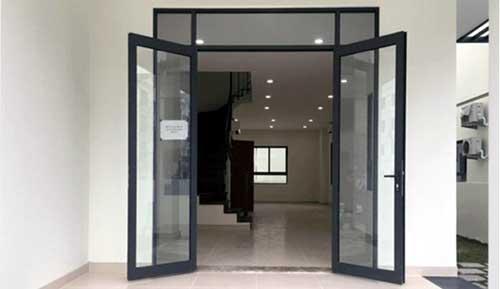 Mẫu cửa đi nhôm kính 2 cánh màu đen đẹp