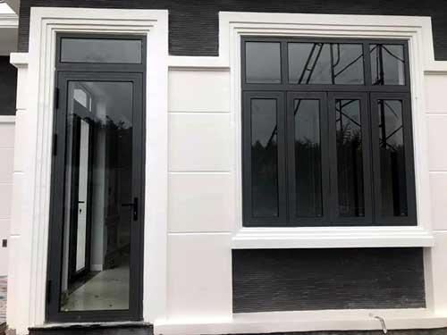Mẫu cửa nhôm kính màu đen đẹp 1 cánh