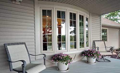 Mẫu cửa nhôm kính trắng đẹp 2021