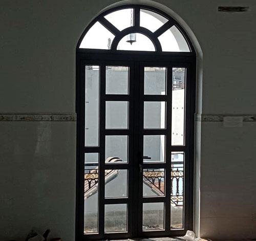 Mẫu cửa sổ nhôm kính 2 cánh đẹp kiểu uốn vòm