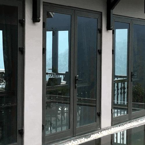 Mẫu cửa nhôm XIngfa 2 cánh đẹp màu đen