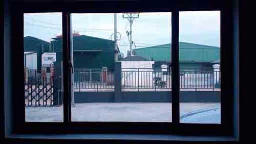 Mẫu cửa nhôm kính màu xanh đẹp cho cửa sổ
