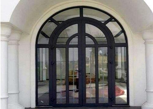 Mẫu cửa nhôm Xingfa uốn vòm đẹp cho cửa mặt tiền
