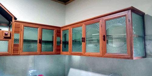 Làm tủ bếp nhôm kính treo tường đẹp