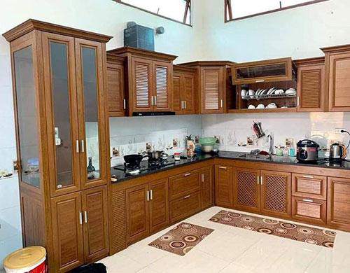Làm tủ bếp nhôm giả gỗ Omega chất lượng cao