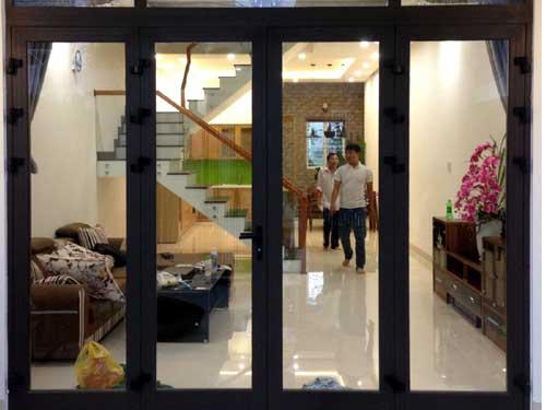 Cửa nhôm Xingfa màu đen đẹp 4 cánh