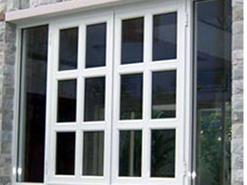 Mẫu cửa sổ nhôm kính chia ô mở lùa