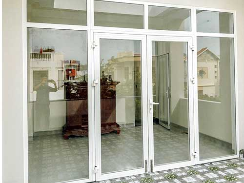 Mẫu cửa nhôm Xingfa 4 cánh màu trắng sứ hcm