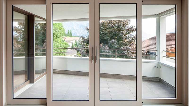 Mẫu cửa nhôm Xingfa màu trắng sứ đẹp mở lùa