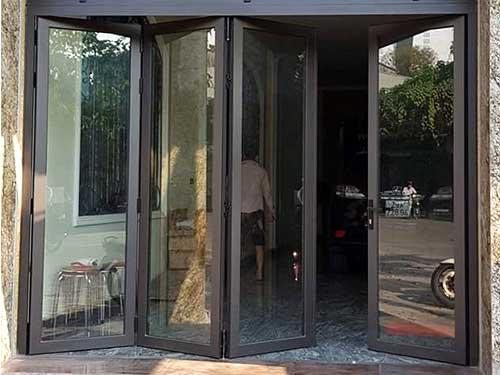 Cửa nhôm Việt Pháp đẹp mở quay tại TPHCM