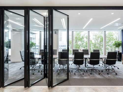 Mẫu cửa nhôm Xingfa quận 3 xếp trượt đẹp cho văn phòng làm việc
