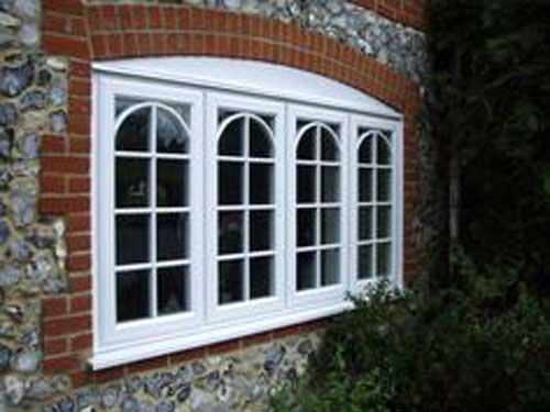 Mẫu cửa sổ nhôm Xingfa màu trắng kiểu uốn vòm