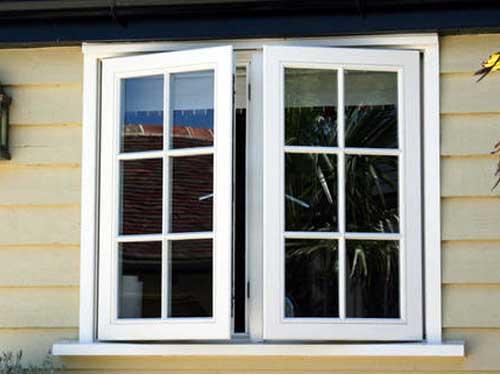Mẫu cửa nhôm kính 2 cánh chia ô màu trắng