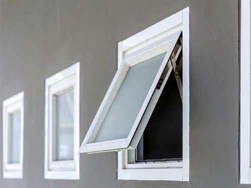 Mẫu cửa sổ nhôm Xingfa mở hất màu trắng sứ