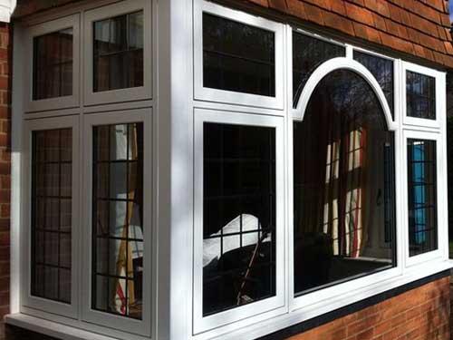 Mẫu cửa sổ nhôm Xingfa màu trắng sứ đẹp
