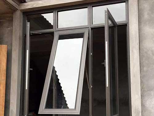 Cửa sổ phòng ngủ mở quay