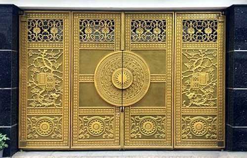 Mẫu cổng nhôm đúc biệt thự hoa văn cổ điển