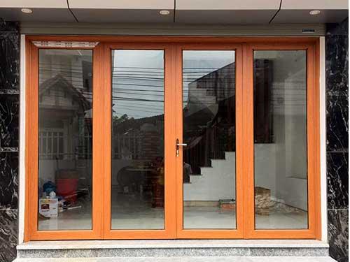 Cửa nhôm Xingfa vân gỗ 4 cánh mở lùa