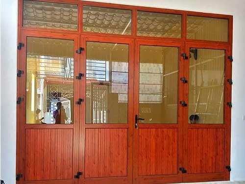 Cửa nhôm Xingfa vân gỗ 4 cánh